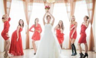 красные платья для подружки