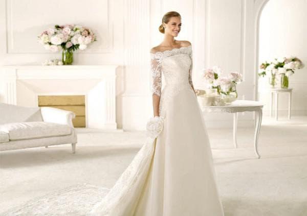 свадебное платье с кружевным верхом от Pronovias