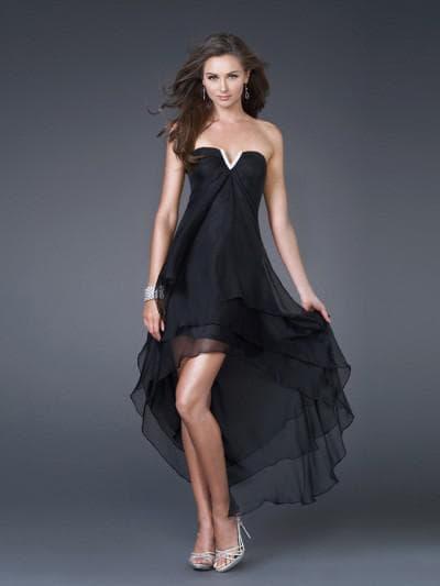 свадебное ассиметричное платье с глубоким декольте