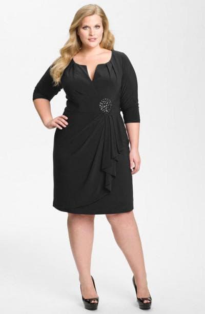 модель платья с V-образным вырезом для полных женщин
