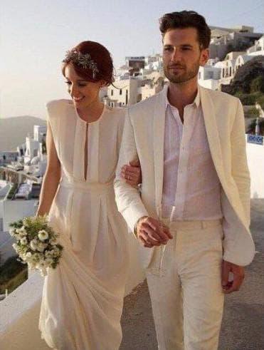гармоничные наряды мужчины и женщины в гостях