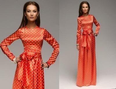 красное срогое платье в белый горошек
