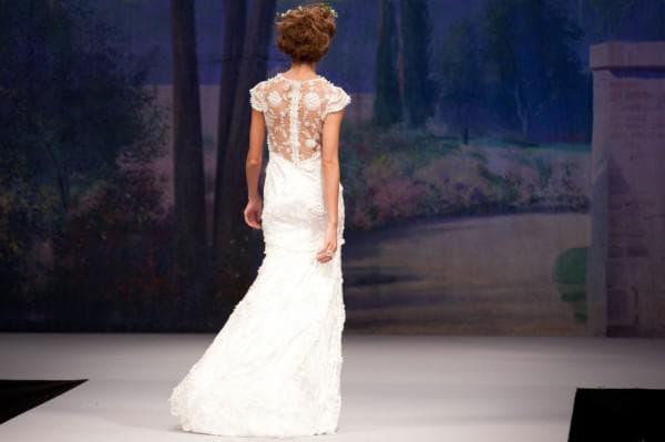 свадебные платья с кружевным верхом и задекорирована спина
