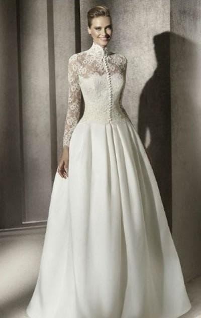 свадебное платье с воротником в виде стойки с кружевом сверху