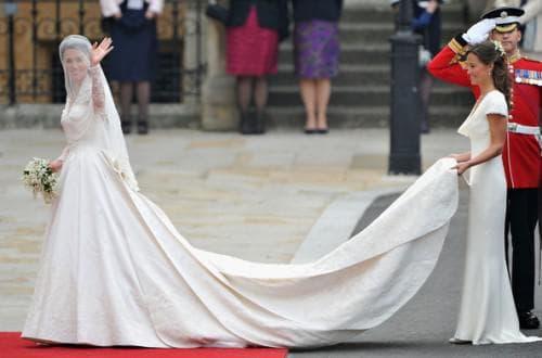 платье Кейт Миддлтон с длинным шлейфом