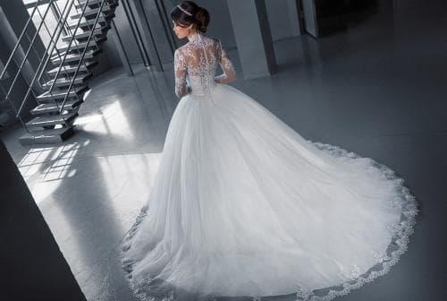 пышное свадебное платье с кружевами