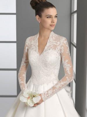 платье с закрытыми рукавами и плечами