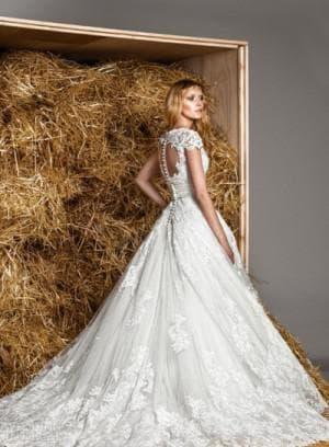 свадебное платье с вырезом на спине от Zuhair