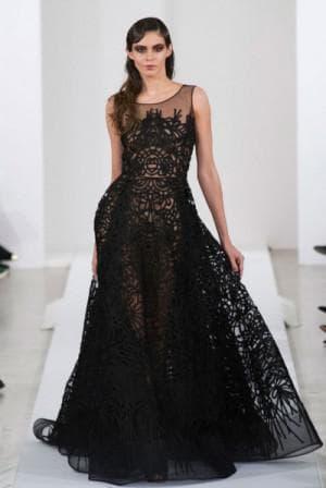 чёрное кружевное платье в пол