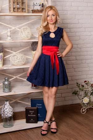 синее платье с красным