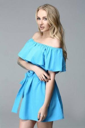 платье с воланами на плечах