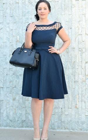 джинсовое платье с расклешённым низом большого размера