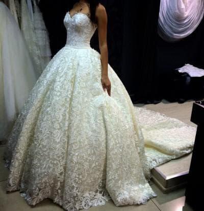 пышное свадебное платье с кружевами для пышных