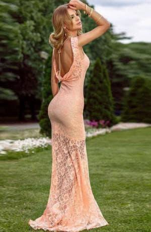 персиковое кружевное платье в пол