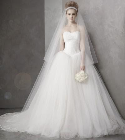 пышное свадебное платье с кружевами от Vera Wang