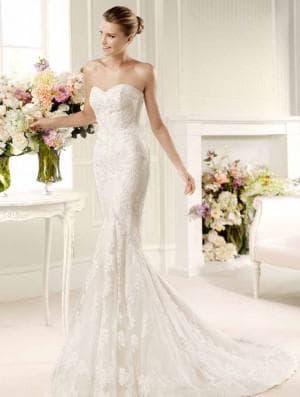 пышное свадебное платье с кружевами от Badgley Mischka