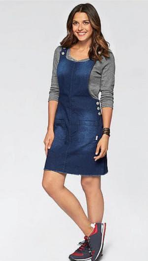 джинсовое платье на бретелях большого размера