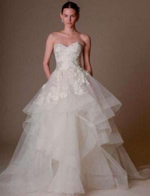 пышное свадебное платье с кружевами от Marchesa