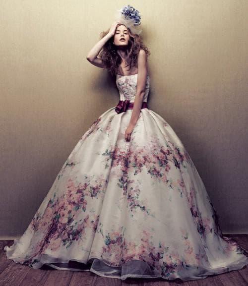 свадебное платье с цветным принтом