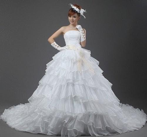 очень пышное многослойное свадебное платье