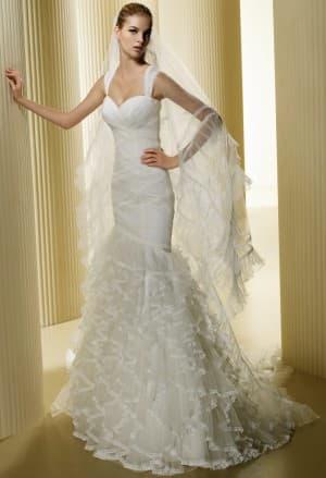 пышное свадебное платье с мелкими кружевами