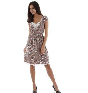 платье с цветным принтом и кружевными вставками