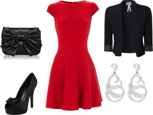 красное платье и черные туфли в комбинации с черным клатчем