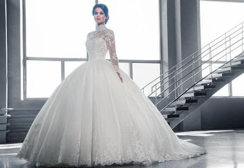 очень пышное свадебное платье с рукавами