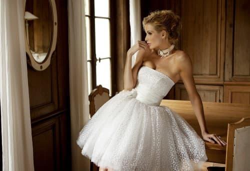 очень пышное короткое свадебное платье