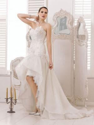 свадебное асимметричное платье от Divina Sposa