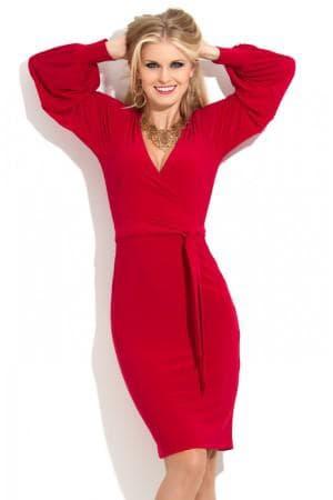 красное платье с запахом и аксессуары