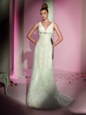 прямое свадебное платье цвета айвори