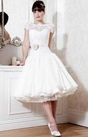 пышное свадебное ретро платье с кружевами