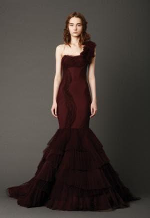 свадебное платье бордового цвета от Вера Вонг Kaye