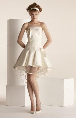 короткое свадебное платье цвета айвори