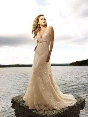 кружевное свадебное платье цвета айвори