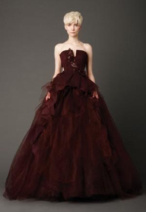 свадебное платье бордового цвета от Вера Вонг Karen