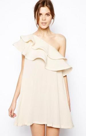 платье с рюшами на плечах от H&M