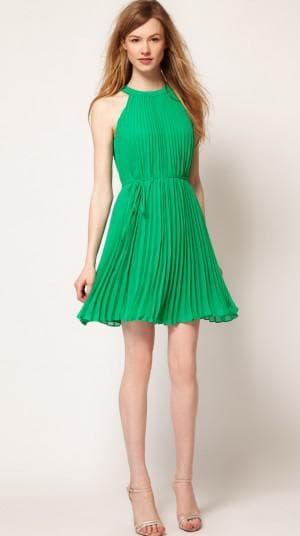 летнее платье из шифона с плиссированными складками