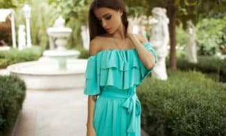 летнее платье с рюшами на плечах для дам