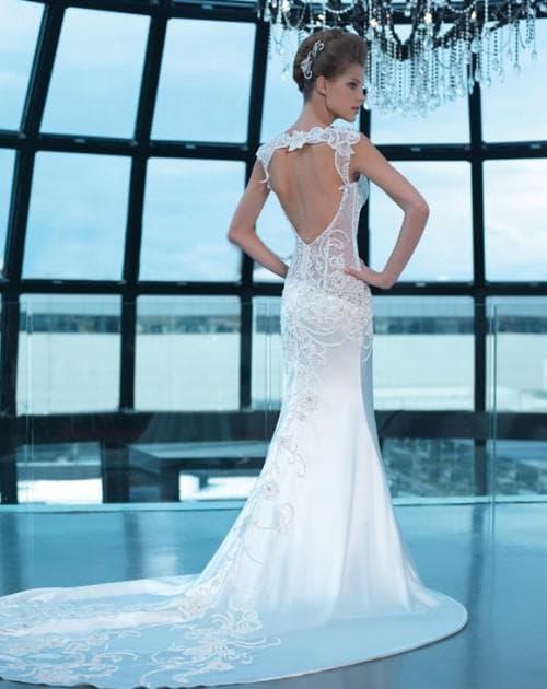 свадебное платье с вырезом на спине с перемычкой