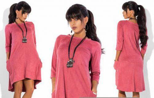 платье из искусственной замши розового цвета