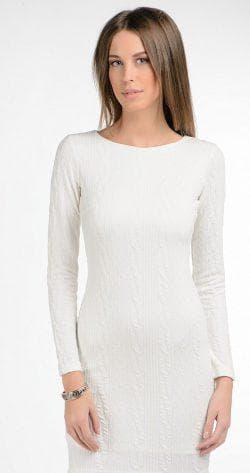 белое платье из трикотажа с длинным рукавом