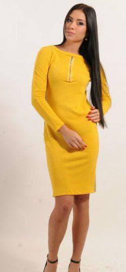 жёлтое платье из трикотажа с длинным рукавом