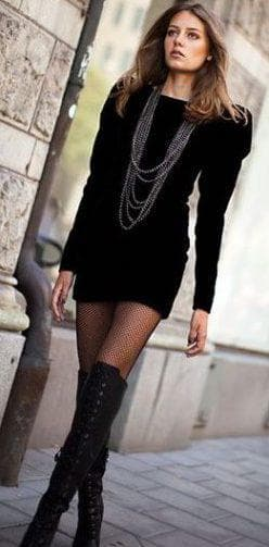 колготки черное платье и чёрные сапоги