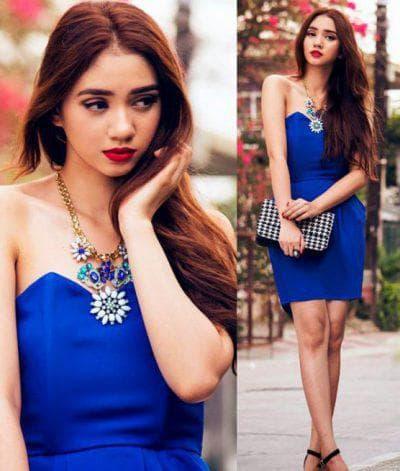 золотые украшения к синему платью