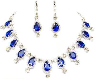 прозрачные камни к синему платью