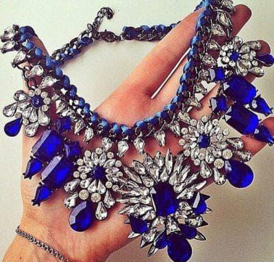 ожерелье к синему платью