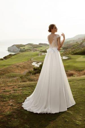 свадебное приталенное платье А силуэт