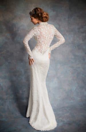 свадебное приталенное платье с длинными рукавами